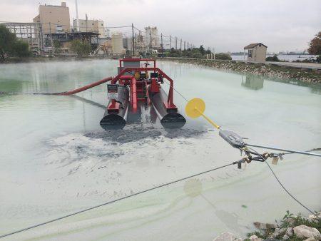 Un 50E limpia una planta de tratamiento de agua.