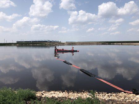 A 50E ينظف بحيرة خنزير في ولاية تكساس.